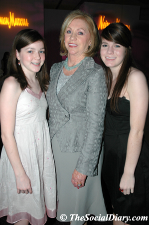 joyce glazer and her granddaughters